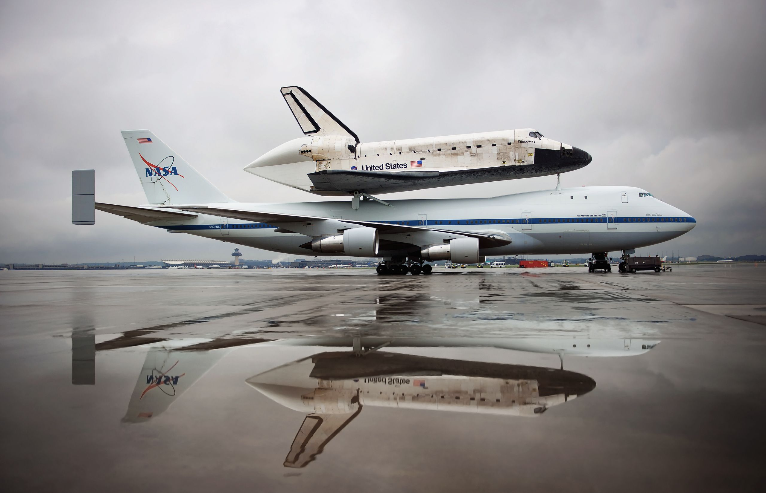 Shuttle, Discovery, NASA, plane, airfield, pool, reflection