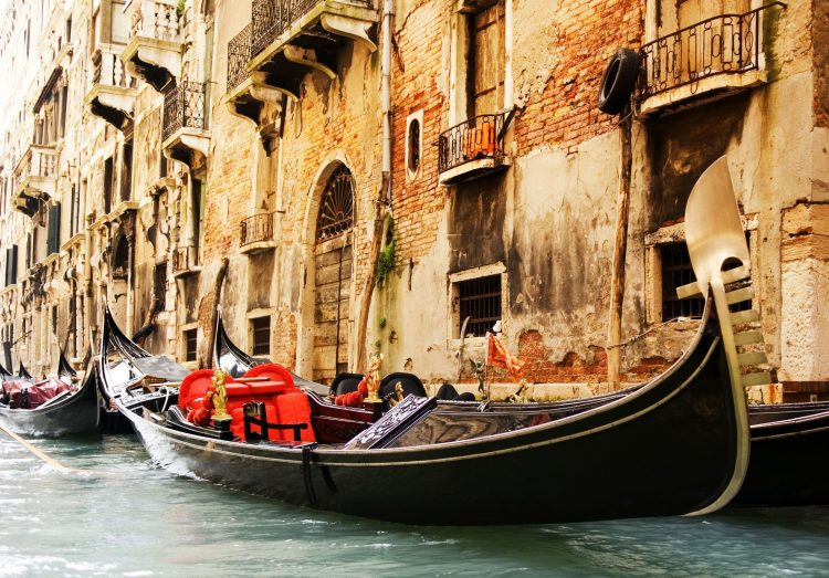 Italy, Venice, Gondola, channel, architecture, building, window, bolkony, wallpapers , Pc backgrounds, free photos