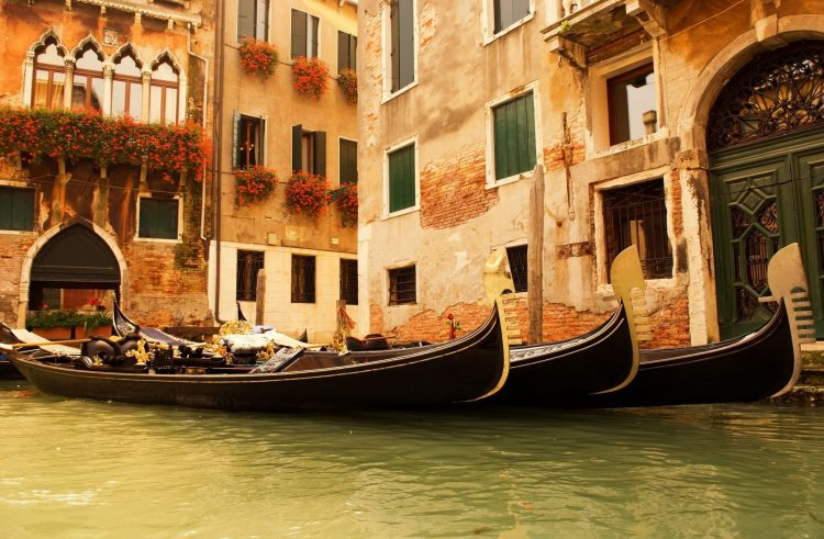 Italy, Venice, water, Gondola, home, window, Flowers, wallpapers , Pc backgrounds, free photos