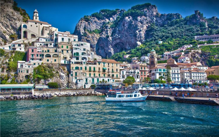 Italy, city, Amalfi, boat, boat, sea, home, Mountains, water, waves, sky, wallpapers , Pc backgrounds, free photos